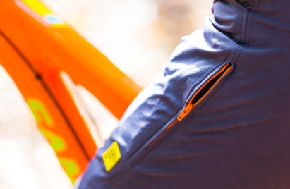 Contrast zip that matches my bike. What's not to love?